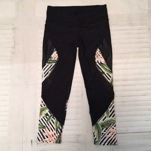 Body Glove mesh tropical capri athletic leggings